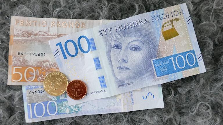 Nya mynt och sedlar.