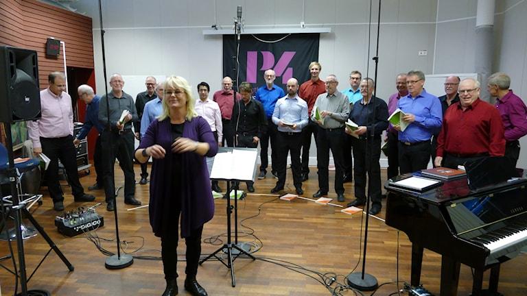 NS under ledning av dirigent Karin Eklundh. Foto: Jonas Neuman/Sveriges Radio