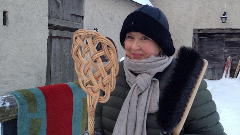 Lena Nilsson Wärff rengör yllematta i snön