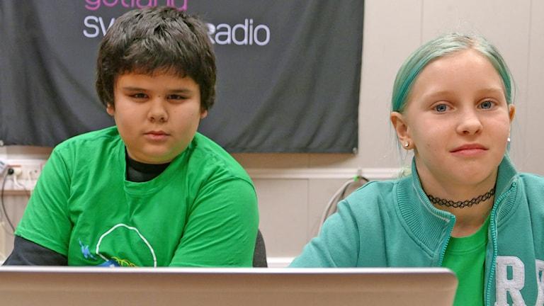 Jesper Srimak Fransson och Nora Svensson.. Foto: Mika Koskelainen/Sveriges Radio
