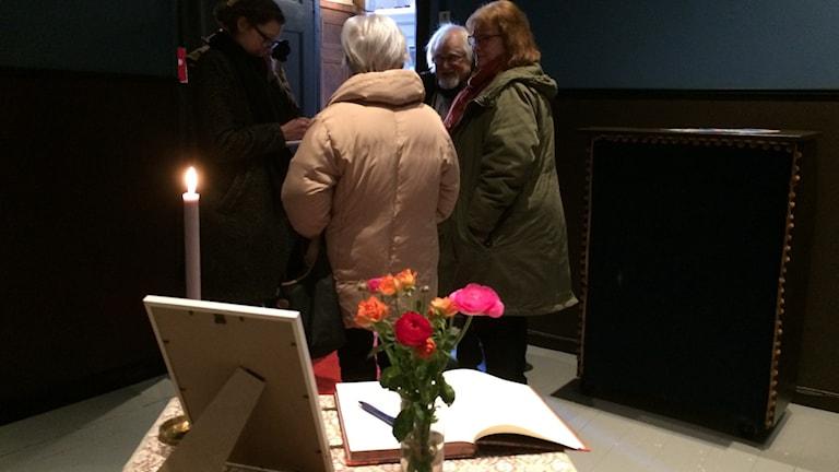 Kondoleansbord för Josefin Nilsson på Gotlands länsteater.