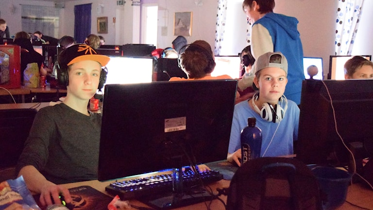 Noel Broman och Timothy Andreasson lanar. Foto: Jonathan Fältsjö/Sveriges Radio