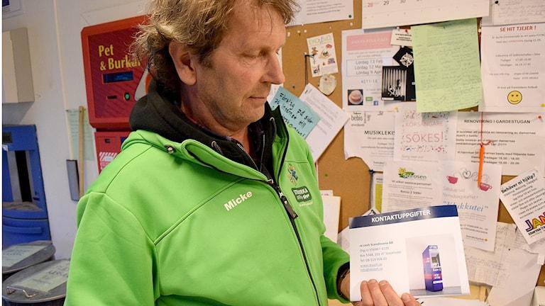Micke Erixon livsmedleshandlare i Stenkyrka. Foto: Jack Lantz Sveriges Radio