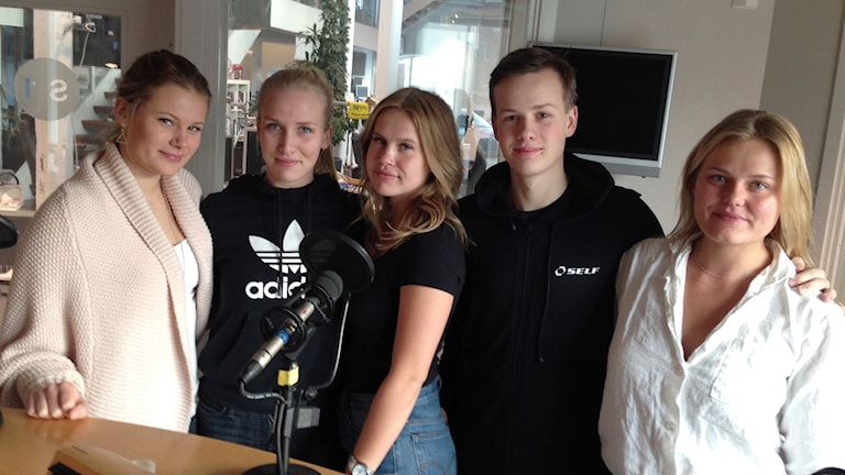 Från vänster: Emma Öhman, Fia Sjö Svensson, Saga Lindell, Martin Brennwald och gängets rådgivare Hanna Jörnhammar.