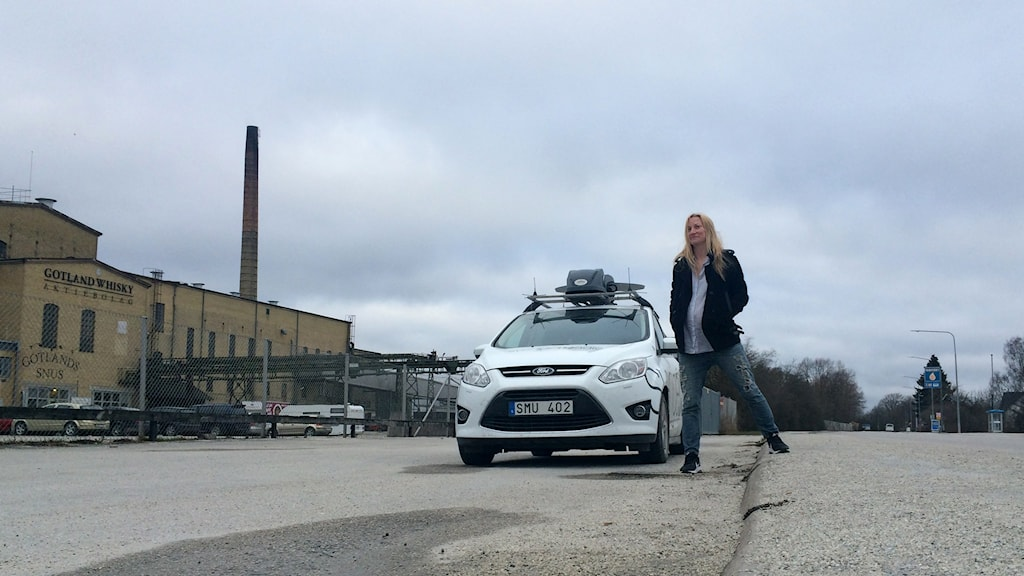 En fot i Stockholm, en annan i Kalmar. Regiongränsen går mellan Roma och Björke.