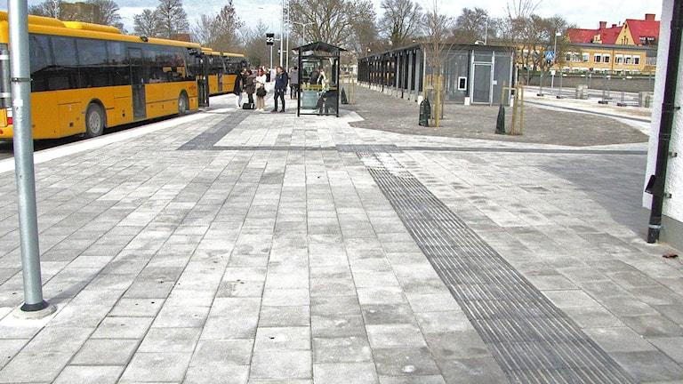 Betongplattor ersätter stenläggarkonst