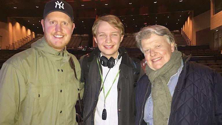 Oscar och Sven-Erik Magnusson med reportern Jack Lantz.