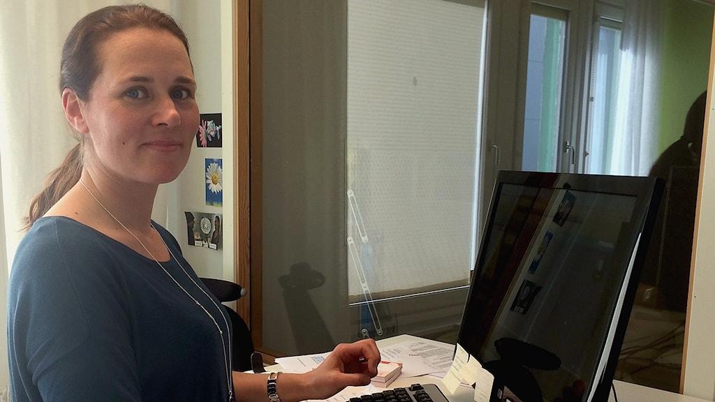 Jenny Beskow pendlar 1-2 dagar i veckan till jobbet i Stockholm, och flyger alltid via Bromma.