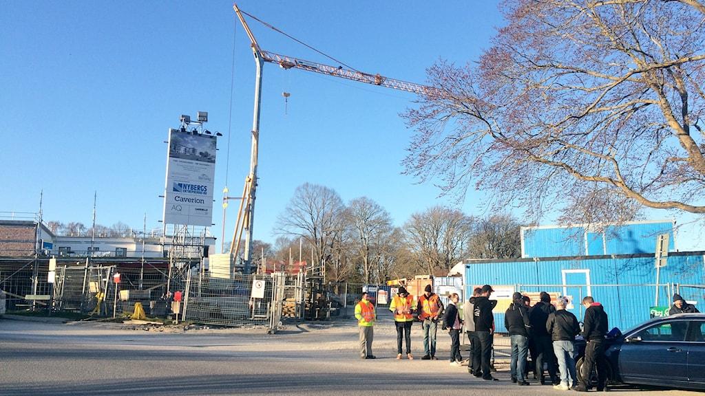Strejkande byggnadsarbetare vid Göransgården i Visby