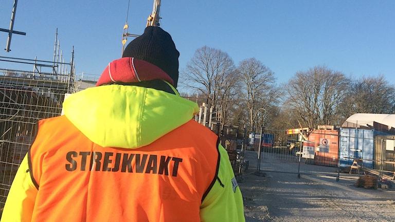 Strejkvakt vid byggarbetsplats i Visby