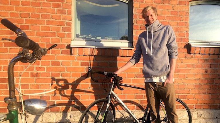 Luqaz Ottosson ska cykla 300 mil under sin matlagningsresa landet runt.
