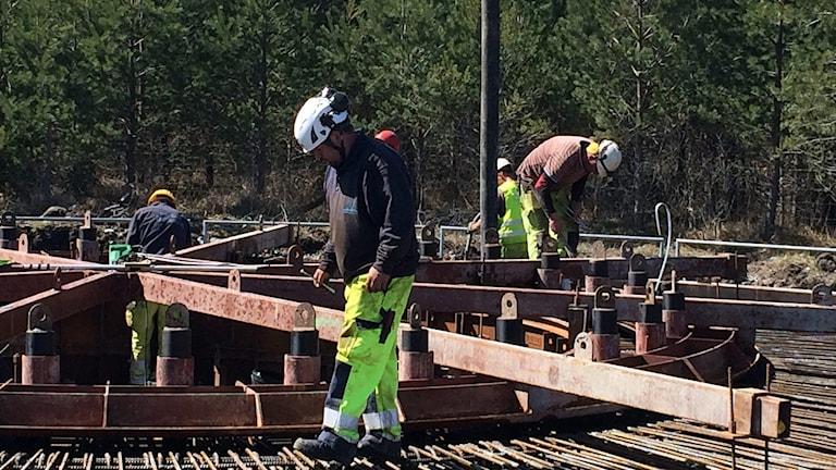 Armering av fundamentet vid vindkraftsbygge i Kräklingbo.