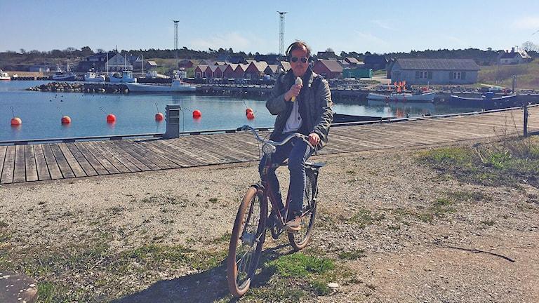 Tomas Ardin på cykel i Herrvik