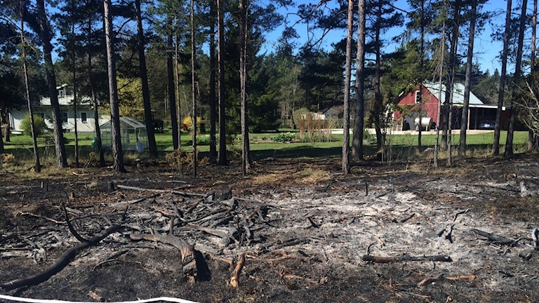 Brand nära hus i Vänge