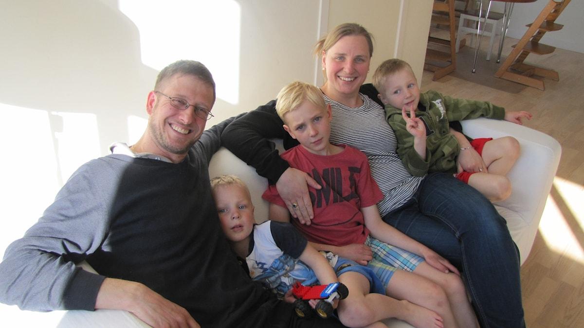Michele och Joanna Pestalozzi med barnen Johannes, Filip och Alexander