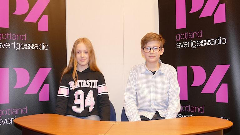 Emilia Björklund och Joar Weijmers tävlar för Endre skola.