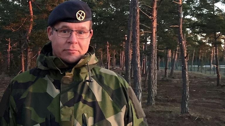 Mattias Ardin utanför militärflygplatsen F17G.
