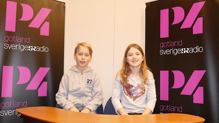 Måns Larsson och Stina Jaxelius tävlar för Garda skola.