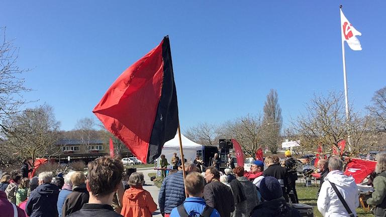 Vänsterpartister demonstrerar i Visby på första maj