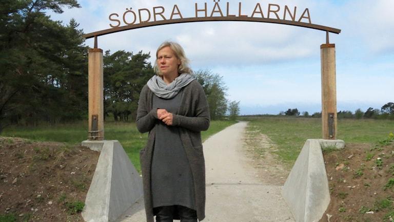 Pernilla Johansson, stadsträdgårdsmästare, vid invigningen av Södra Hällarna. Foto: Gunnel Wallin/Sveriges Radio