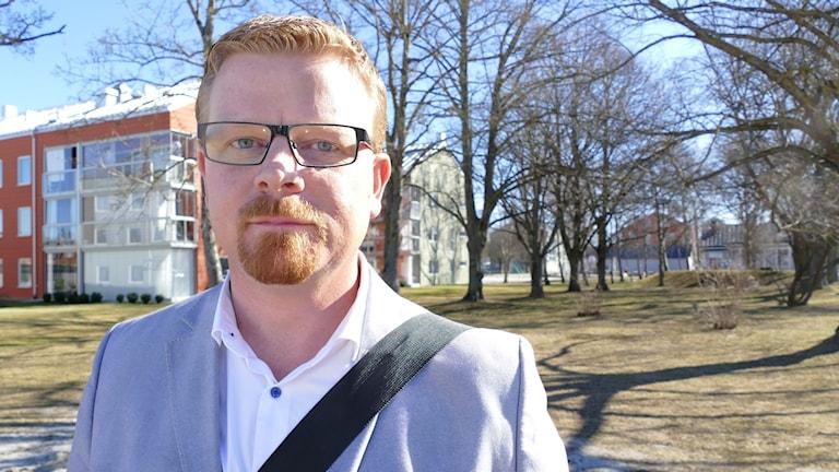 Moderaternas gruppledare på Gotland Simon Härenstam avgår.