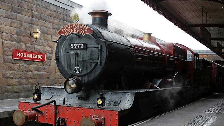 Skolstart i Harry Potters magiska värld - Hogwarts Expessen anländer.