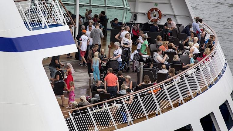 Passagerare ombord på ett kryssningsfartyg.