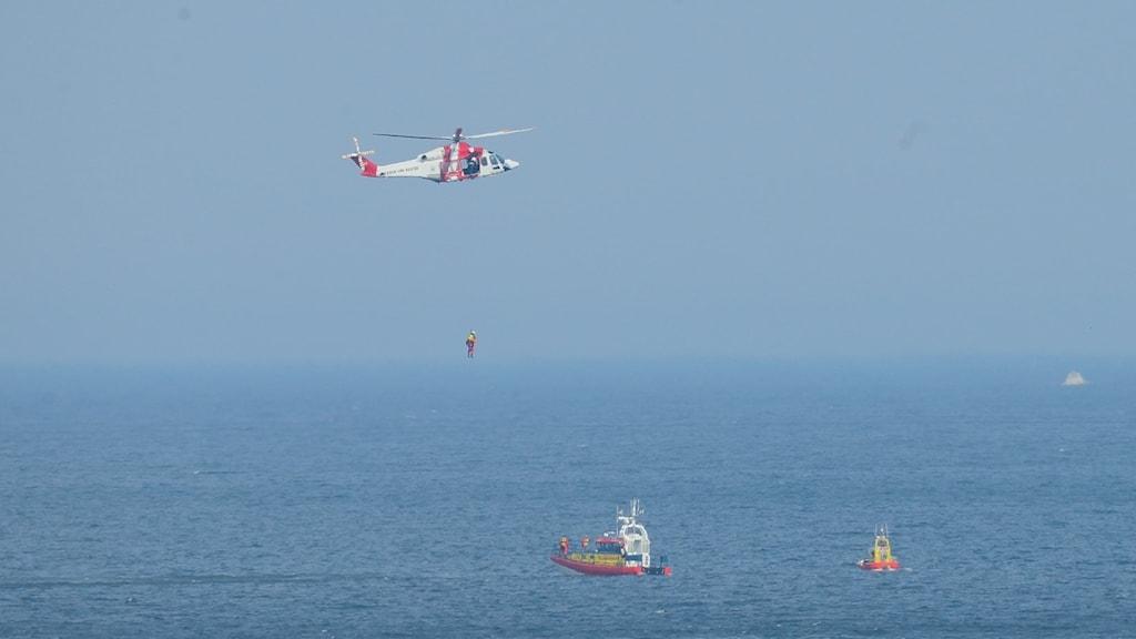Programledare Ellin Almén fick prova på att bli uppvinschad av sjöräddningen.