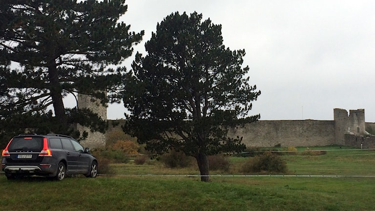 Polisavspärrning i Östergravar i Visby efter misstänkt överfall.