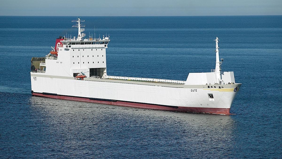 Ett fartyg till havs.