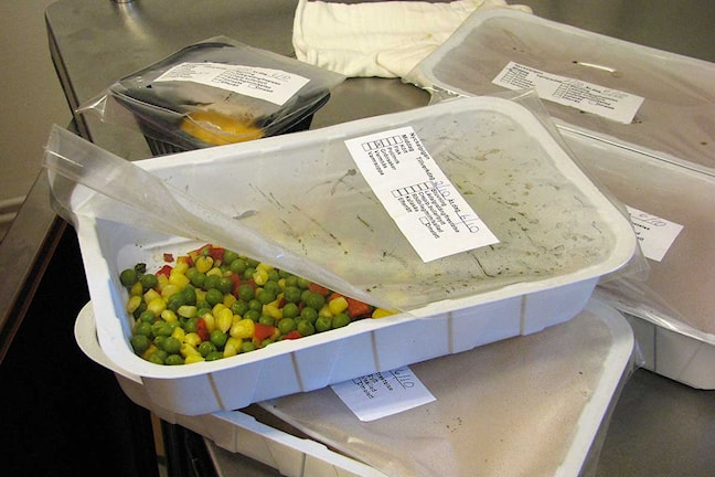 Färdiglagad kyld mat mer grönsaksblandning.