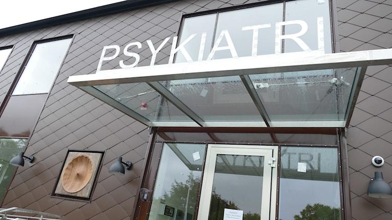 Psykiatrins nya entré.