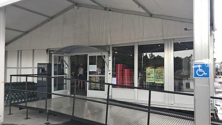 Ica Roma har öppnat sin tillfälliga butik i tält och Sockerbruket.