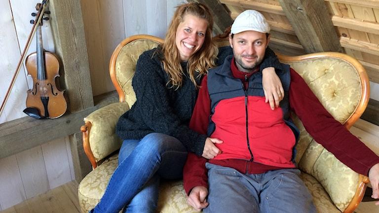 Elena Berg Österdahl och Jerome Grec delar året mellan Schweiz och Havdhem