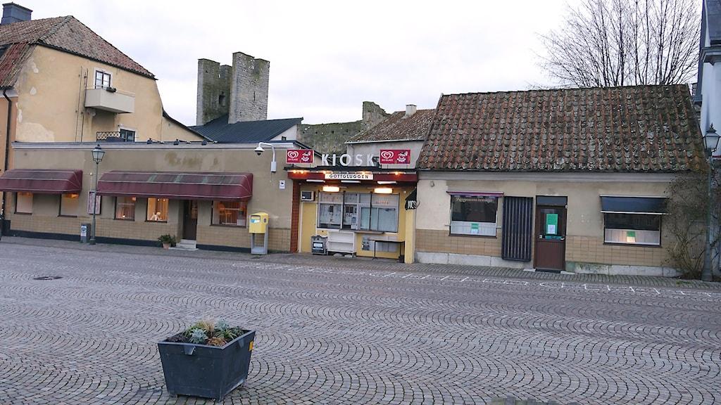 Butiken, kiosken och bulhuset vid Södertorg som hotas av rivning.