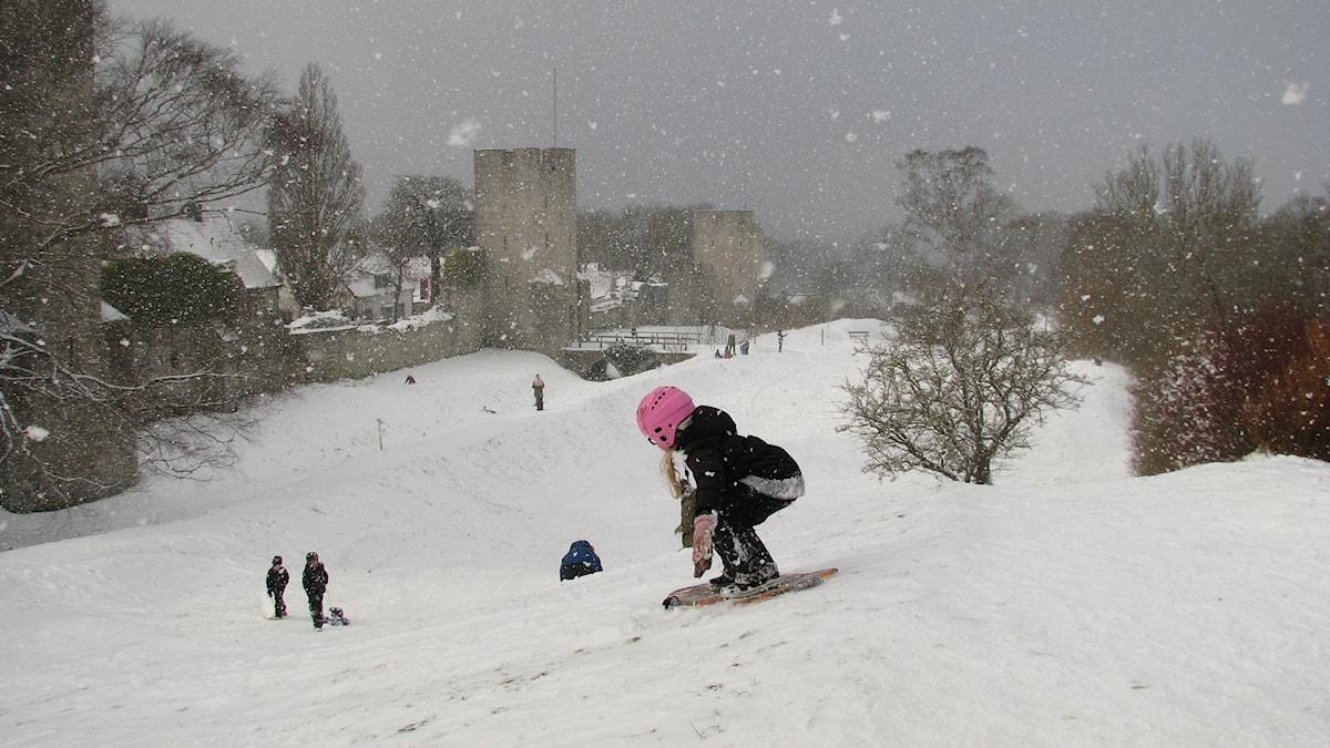 Snowboardåkare i Nordergravar i Visby