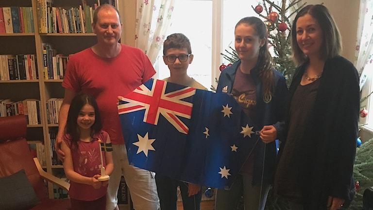 Familjen Johansson flyttar från Klintehamn till Australien. Samuel och Meg Johansson flyttar med barnen Nellie, Liam och Ella .