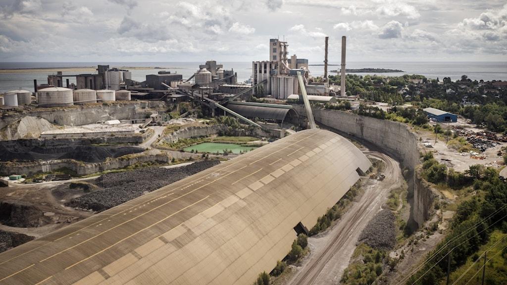 Cementas fabrik i Slite sett ovanifrån.
