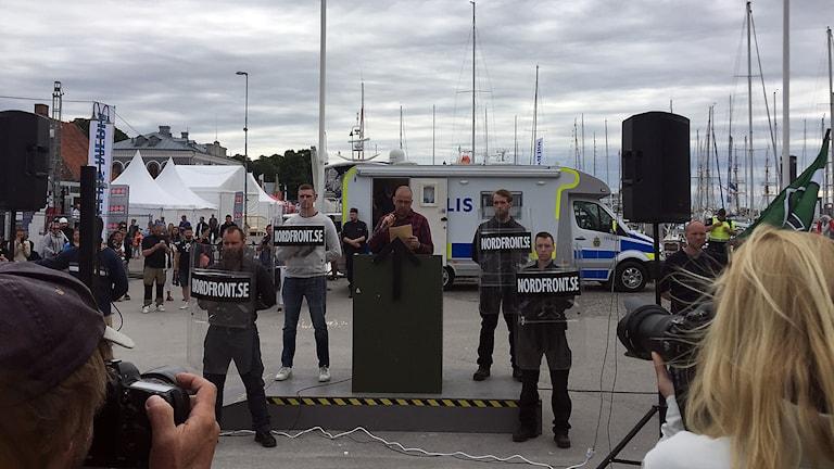 Pressfotografer vid Nordfront och Nordiska Motståndsrörelsen under Almedalsveckan