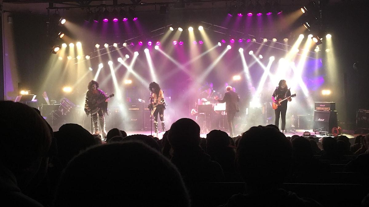Dressed to Thrill spelar Kiss-covers, här tillsammans med Gotlandsmusiken