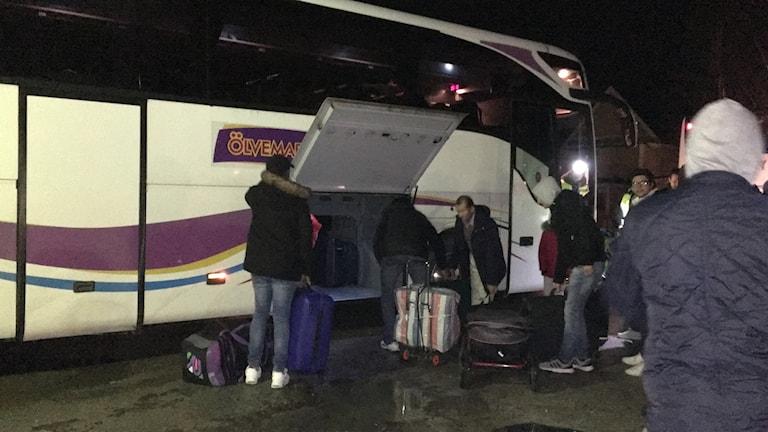 asylsökande lämnar Klintehamn