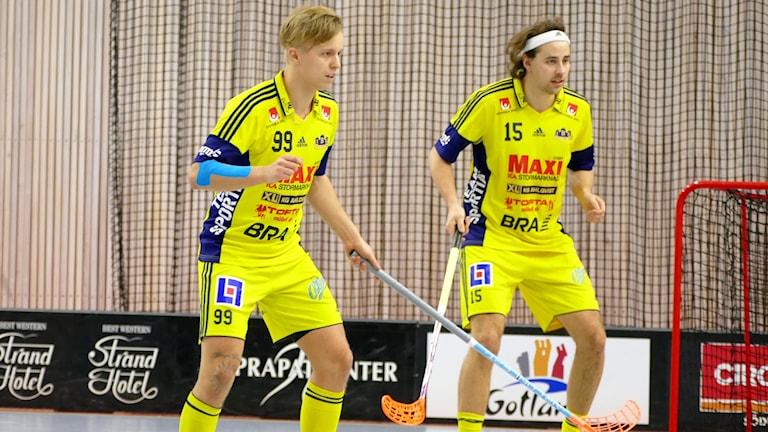 Tommy Bolin och Wilmer Viinamäki i Visby IBK. Foto: Eva Didriksson/Sveriges Radio