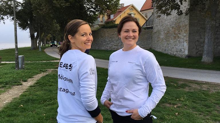 Sofia Munkhammar och Fredrika Kraft mötionerar
