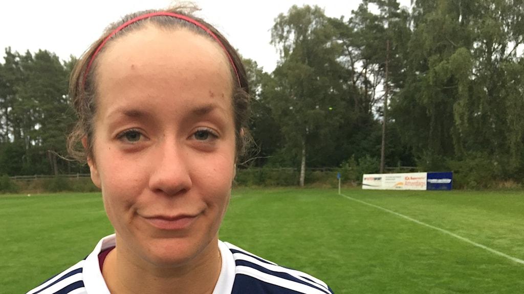 Porträttbild på kvinnlig fotbollsspelare