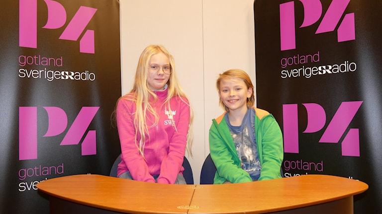 Lovisa Jacobsson och Nils Stenhammar tävlar för Stånga skola.