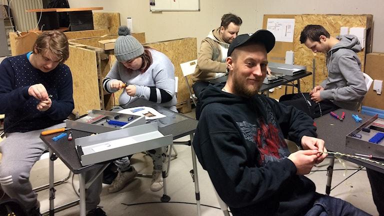 Elever på fibertekniker kurs