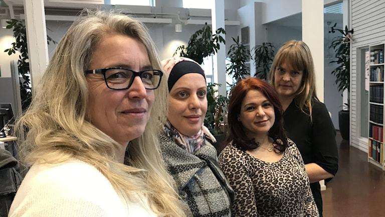 Pia Hederstedt på Studieförbundet Vuxenskolan, Somaya Alfelow som deltar i projektet, Latifa Rashidy på Region Gotland och Cecilia Herdenstam, volontär.
