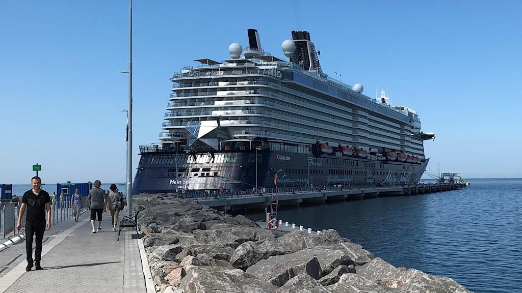 Kryssningsfartyg i Visby hamn