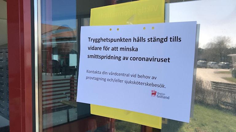 Lapp på dörren, äldreboendet Katthammarsvik, att Trygghetspunkten är stängd