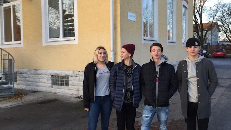 Linnea Magnusson, Neo Tofftén, Viktor Martell och Oliver Oxenwaldt i årkurs 8 på Södervärnsskolan.